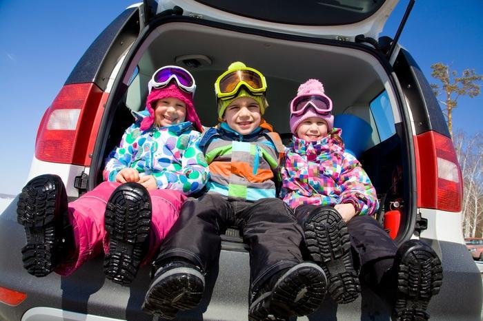 Szczyrk narty. Dzieci w samochodzie